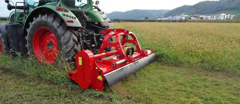 "ols Flail mulcher with side shift to mulch grass and prunings up to 9 cm [3.5""] Ø"