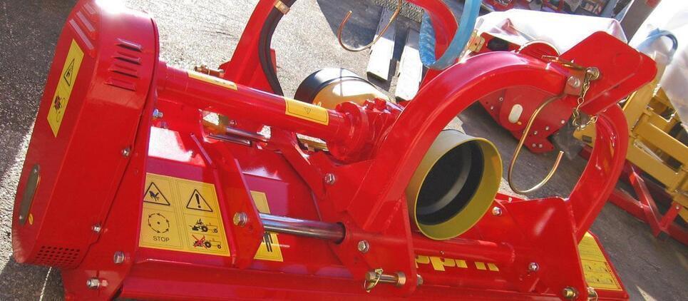 Trinciatrice reversibile e spostabile, per trattori compatti.