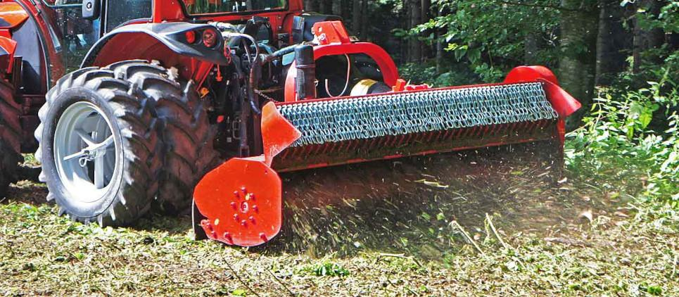 Compact mulcher for professional & universal use with specific characteristics