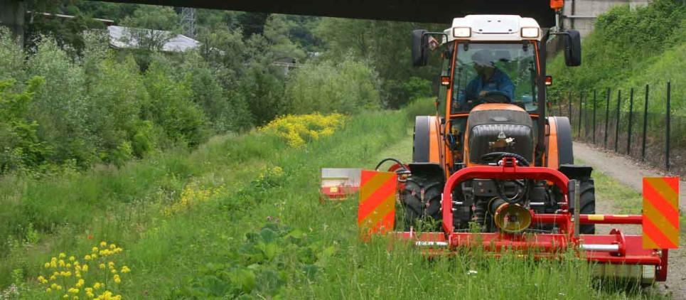 Mulcht Gras und Reisig bis zu 7 cm Ø