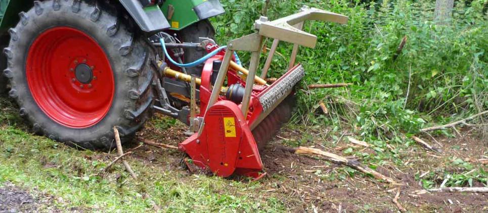 Trinciatrice forestale per pulizia del bosco e manutenzione del verde in generale