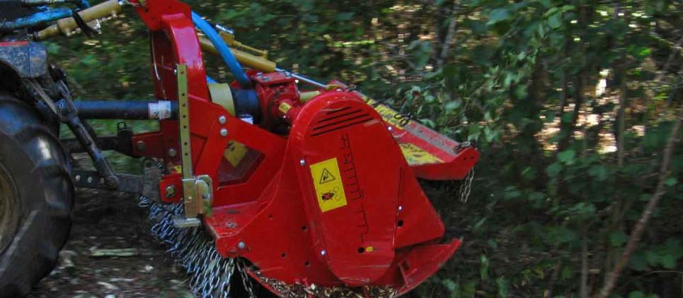 Mulcht Gestrüpp und Holz bis zu 20 cm Ø