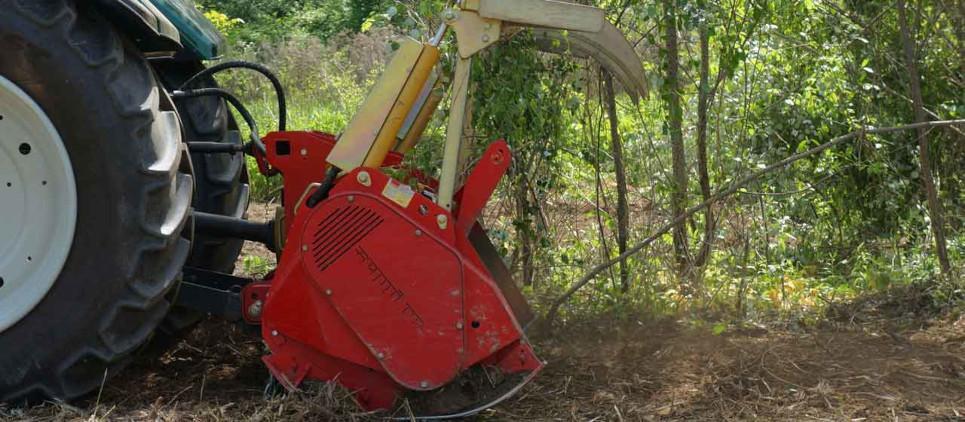 Trincia forestale per la manutenzione dei boschi e spazi verdi