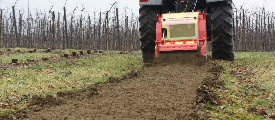 Multi-purpose tiller: grinds stumps and wood, crushes stones and tills the soil