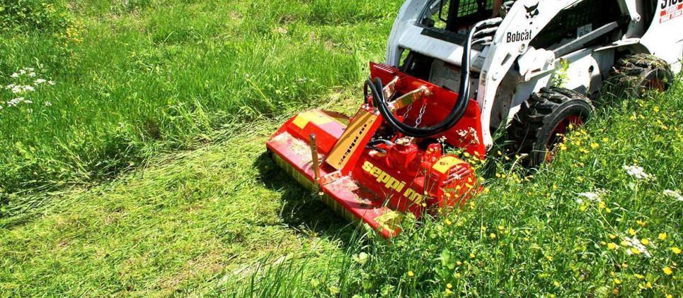 Cuidado profesional de áreas verdes con palas compactas.