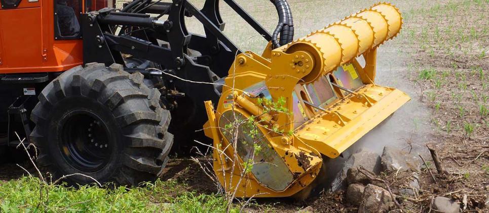 Fresa forestale a trasmissione idraulica